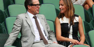 """El actor británico Hugh Grant también presenció varios duelos en la """"Catedral del tenis"""". Foto:Getty Images"""