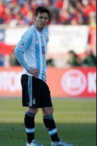 Lionel Messi vivió una tarde oscura en la final del torneo continental Foto:AFP