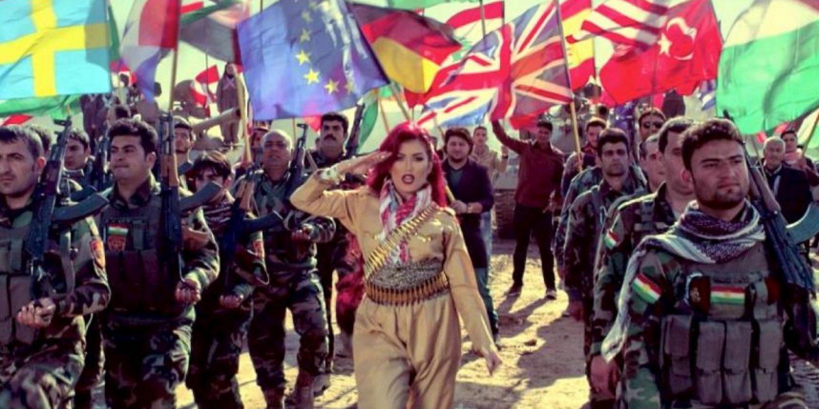 """Mediante su video """"Revolution"""" busca contrarrestar el poder que tiene el Estado Islámico Foto:Vía facebook.com/HellyLuv"""