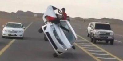 Esquí de asfalto llevado a cabo en Arabia Saudita Foto:Vía Youtube