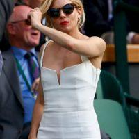 La actriz Sienna Miller impactó con este vestido blanco. Foto:Getty Images