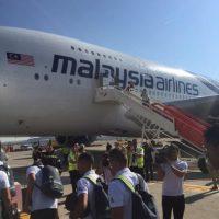 Así se veía por fuera el A380 de Malaysia Airlines que llevó al Real Madrid a Australia. Foto:Vía twitter.com/tonikroos