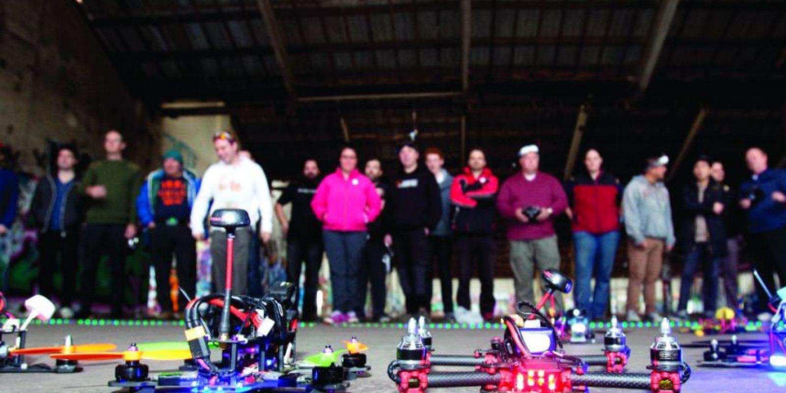 Drones en la línea de salida, a la espera del comienzo de la carrera Foto:Shannon Reddaway