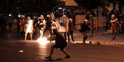 Esta noche, una serie de protestas terminaron en actos violentos Foto:AFP