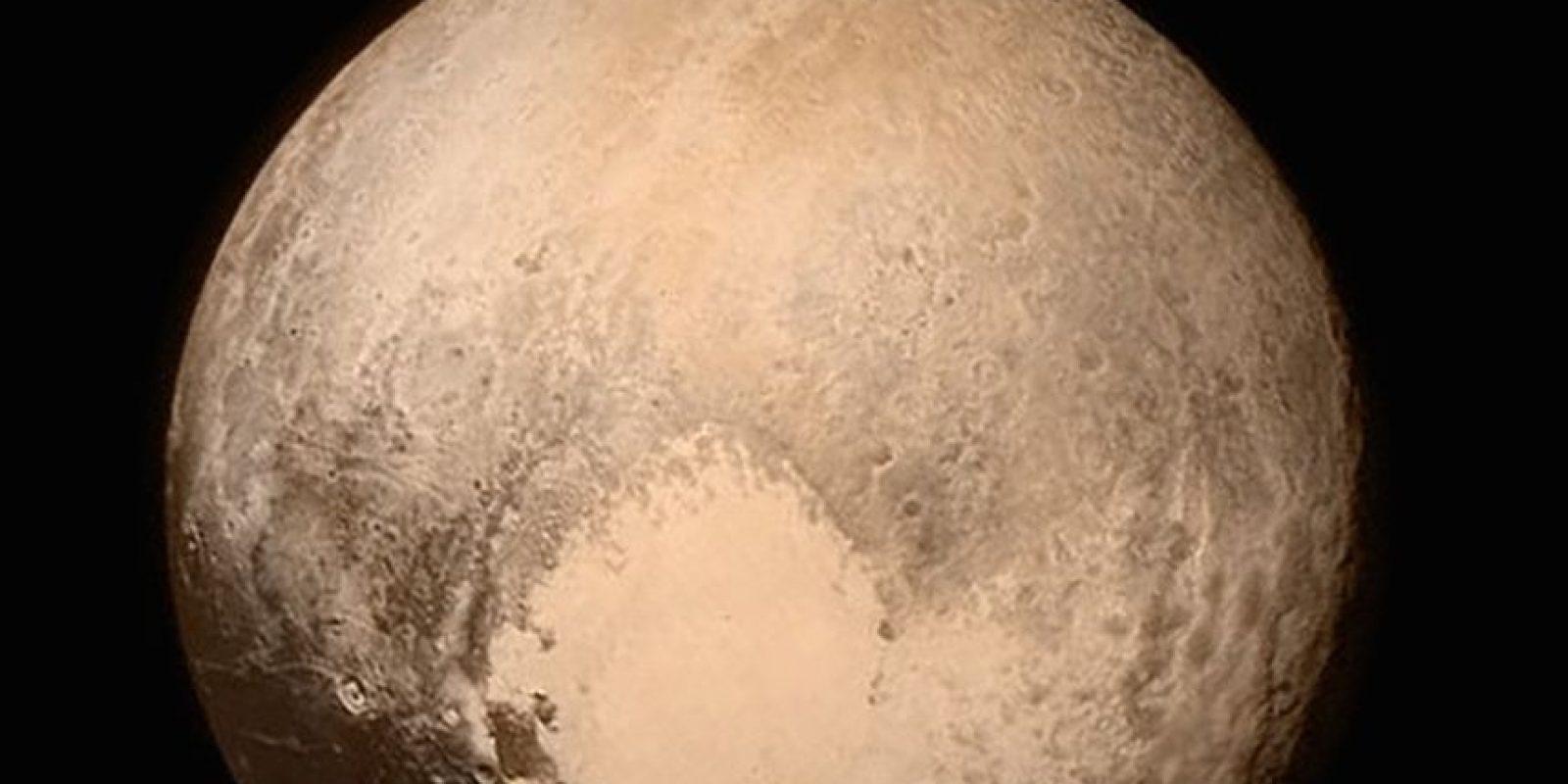 3. Asimismo, la misión con la sonda New Horizons permitió tener imágenes más nítidas del planeta enano. Foto:AFP