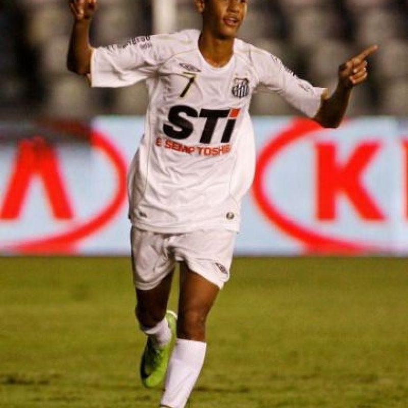 """¿Este es el extravagante Neymar? Sí, en sus primeros años era un chico """"común"""". Foto:Getty Images"""