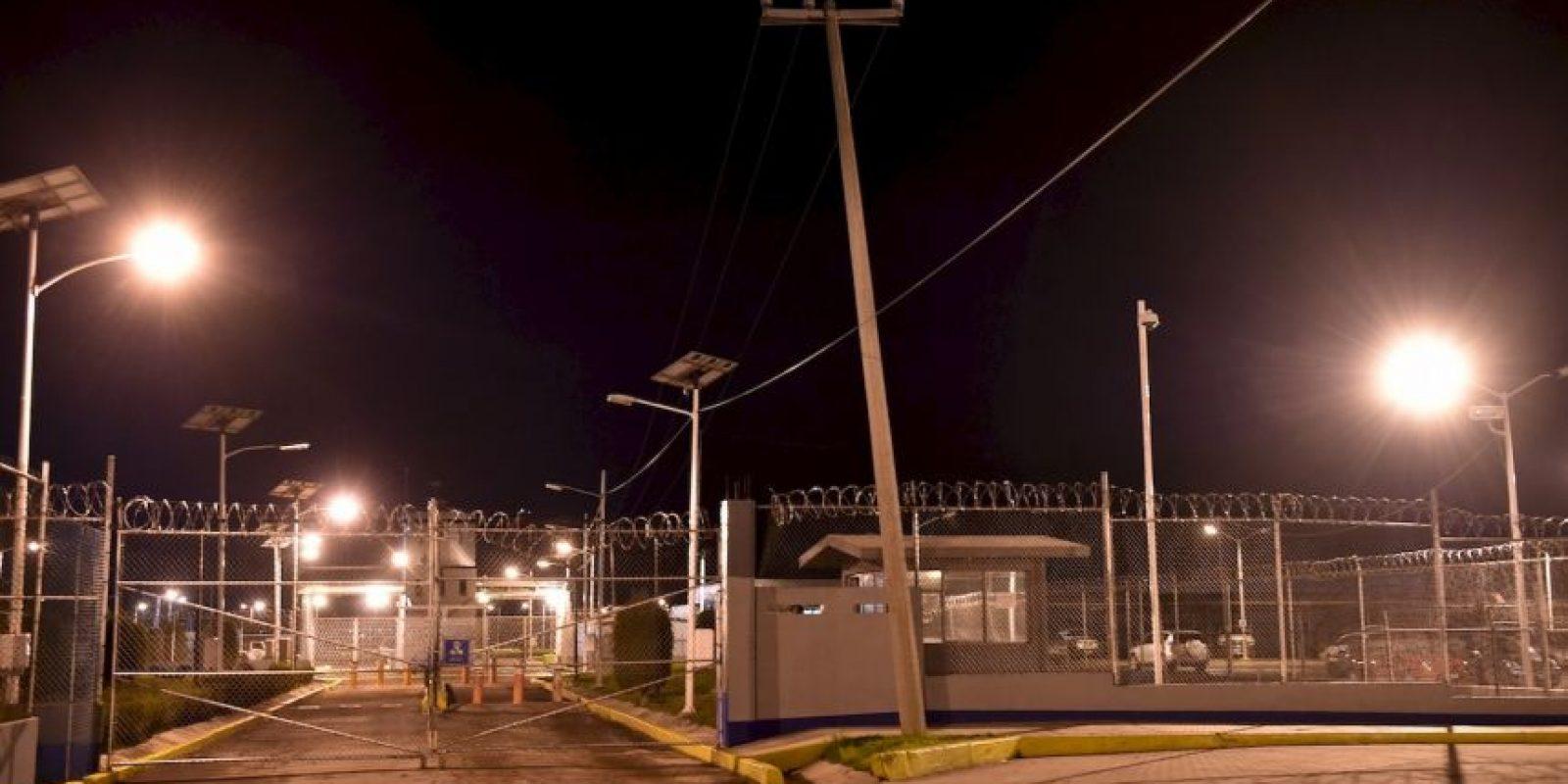 También el secretario de Gobernación, Miguel Ángel Osorio Chong, informó que está en estrecha comunicación con autoridades de Estados Unidos, Guatemala y Belice para monitorear el ingreso de Guzmán Loera a esos países Foto:AFP