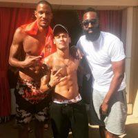 Y a los basquetbolistas Trevor Ariza y James Harden. Foto:Vía instagram.com/neymarjr