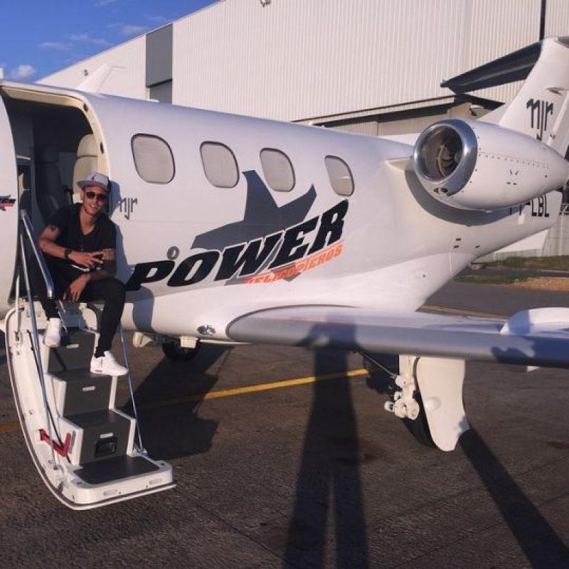 Según reportes de los medios, esta aeronave le costó 10 millones de dólares. Foto:Vía instagram.com/neymarjr