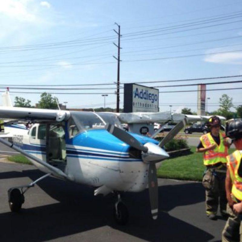 La aeronave perdió potencia y obligó al piloto a aterrizar. Foto:Vía facebook.com/StaffordTownshipPoliceDepartment