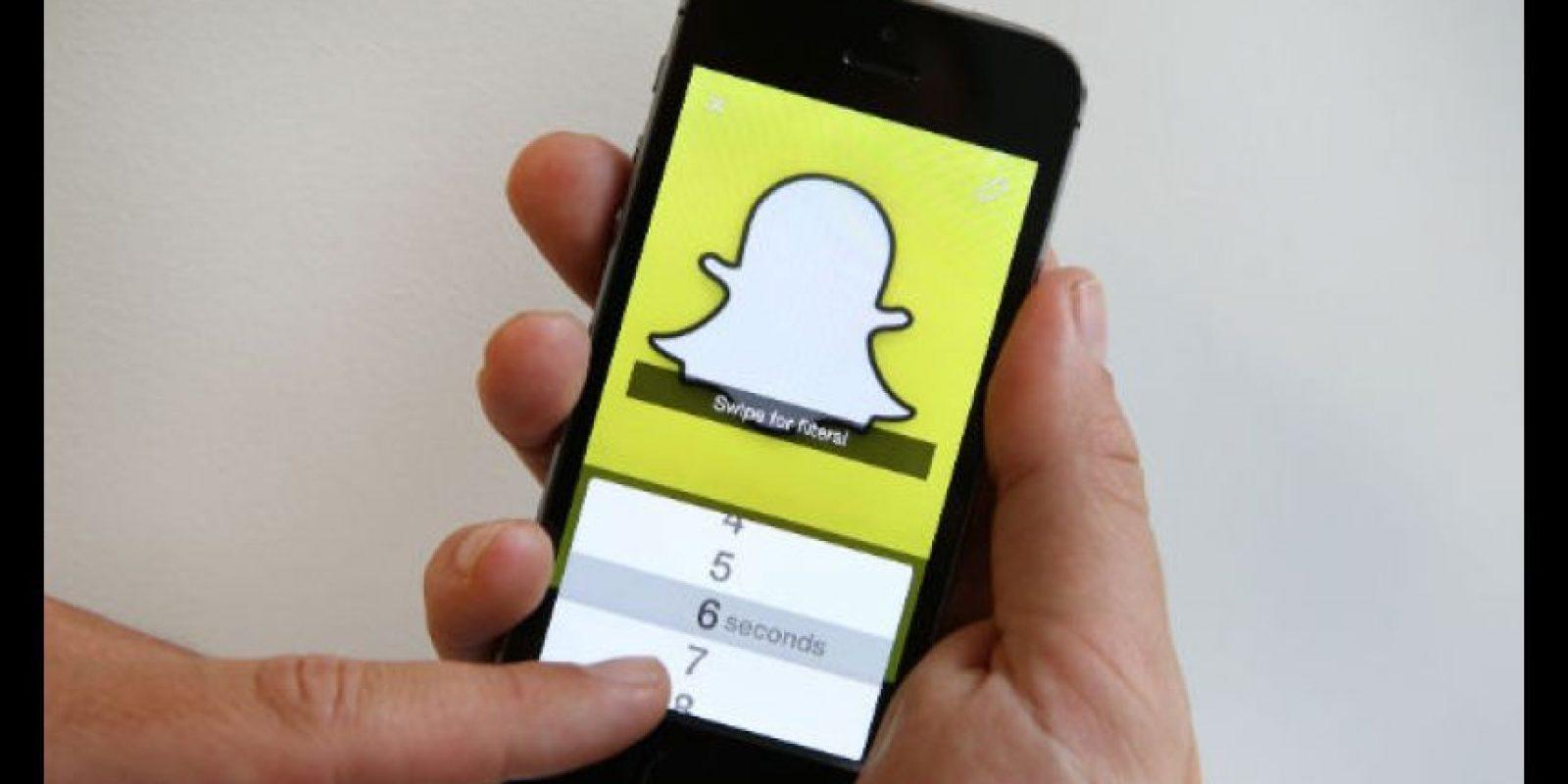 Snapchat permite a los usuarios enviar imágenes, videos cortos o mensajes a través de sus smartphones Foto:Getty Images