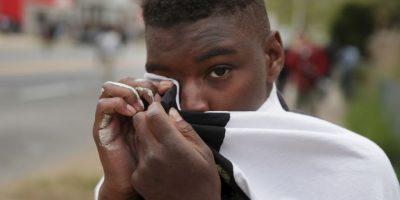 La policía logró capturar al hombre, sin embargo creían que estaba fingiendo estar mal herido. Foto:Getty Images