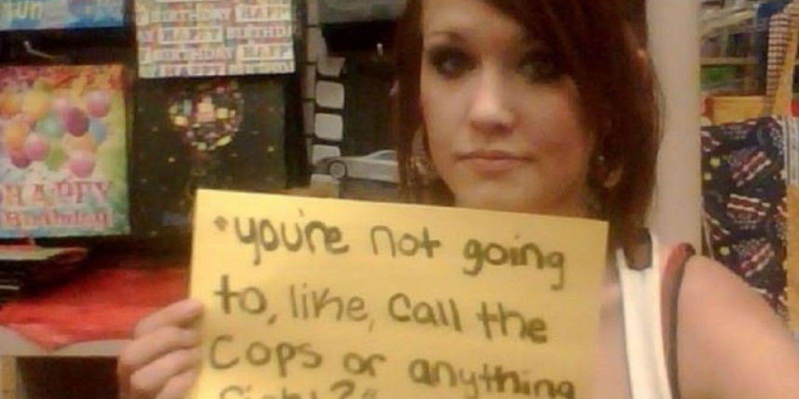 """""""Tú no llamarás a la policía o a alguien más, ¿entendido?"""". 6 años trás. Tenía 15. Mi atacante después de que me dejó. Foto:vía Project Unbreakable.org"""
