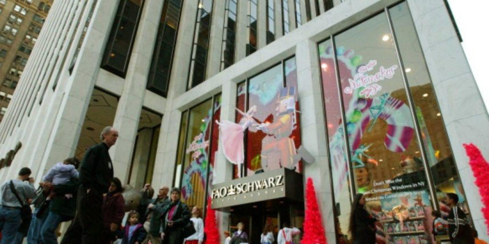 El que quisiera llevarse un souvenir de Nueva York debía llevarse un peluche de la Fao Schwarz. Foto:vía Getty Images