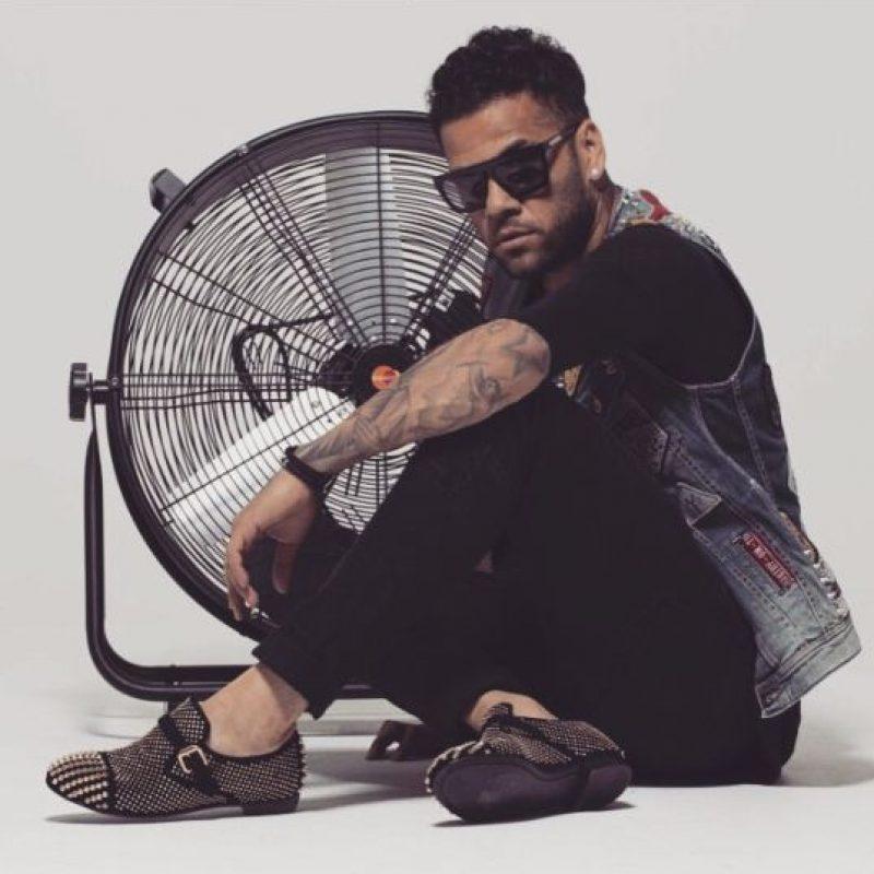 A Alves no le importan lo atrevido de sus prendas, si le gustan, las luce. Por ello puede ponerse algún traje de Jeremy Scott o chaquetas animal print. Foto:Vía instagram.com/danid2ois