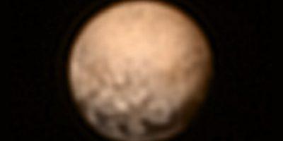 Esta semana, la misión espacial no tripulada de la NASA, destinada a explorar Plutón, dio sus primeros datos e imágenes relevantes sobre este planeta enano Foto:NASA