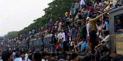 Migrantes de Macedonia y Serbia en tren que los llevará hacia los países europeos. Foto:AFP