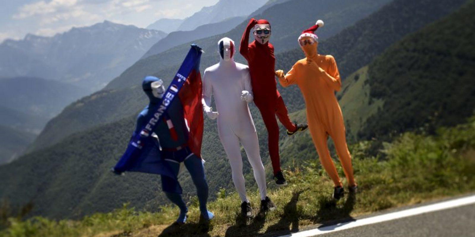 Partidarios disfrazados durante el Tour de Francia. Foto:AFP
