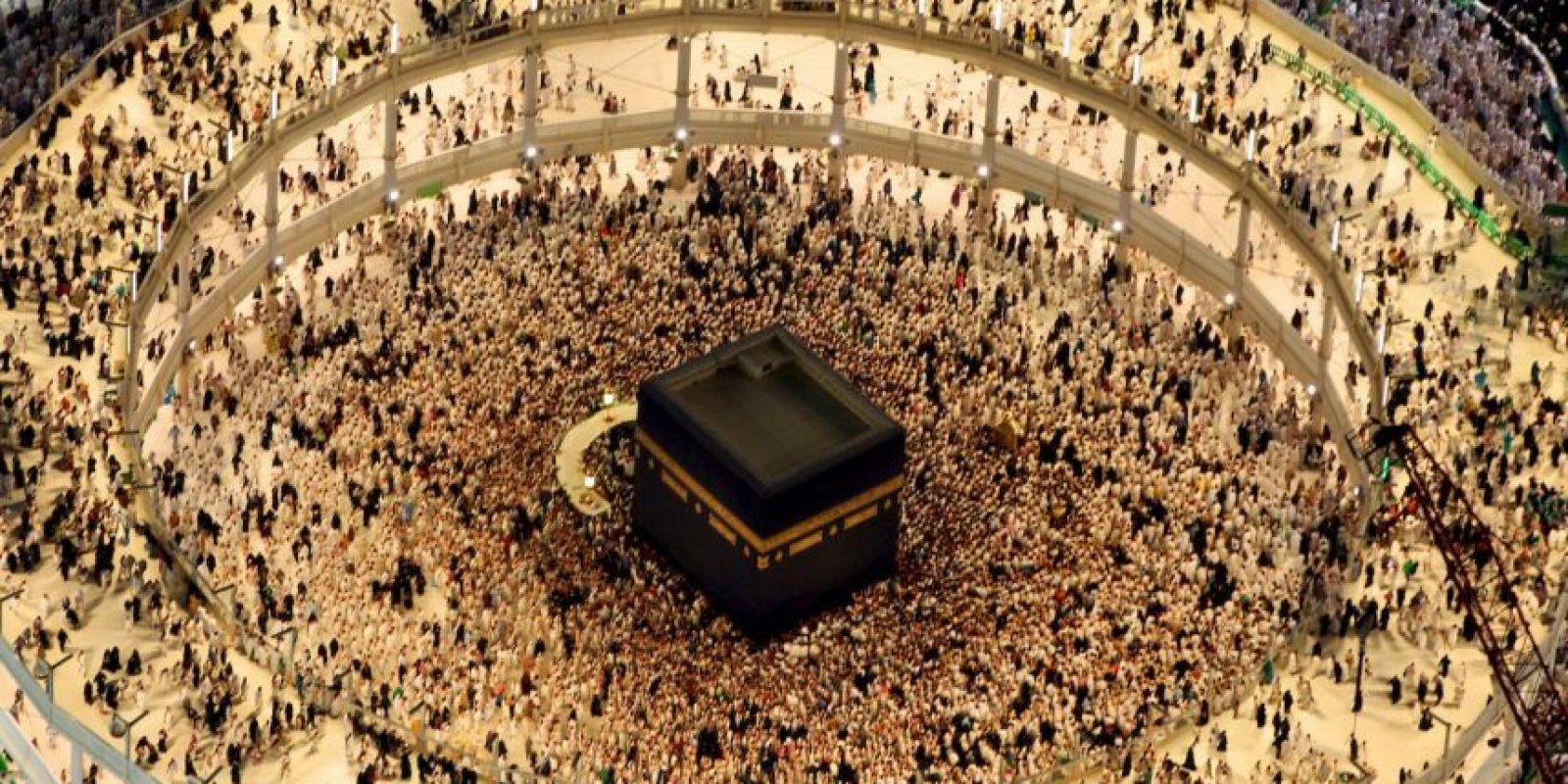 Fieles musulmanes rezan un día antes del fin del Ramadán. Foto:AFP
