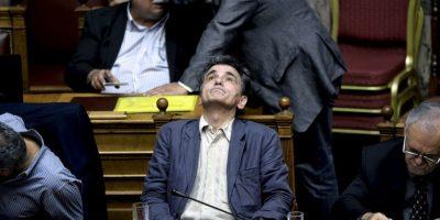 El ministro de Finanzas griego Euclides Tsakalotos durante la votación en el Parlamento sobre las medidas de austeridad. Foto:AFP
