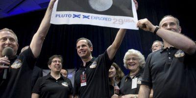 Allan Stern, investigador de la misión New Horizons celebra el sobrevuelo de la NASA a Plutón. Foto:AFP