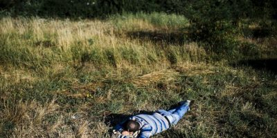 Migrante descansa en Serbia. Foto:AFP
