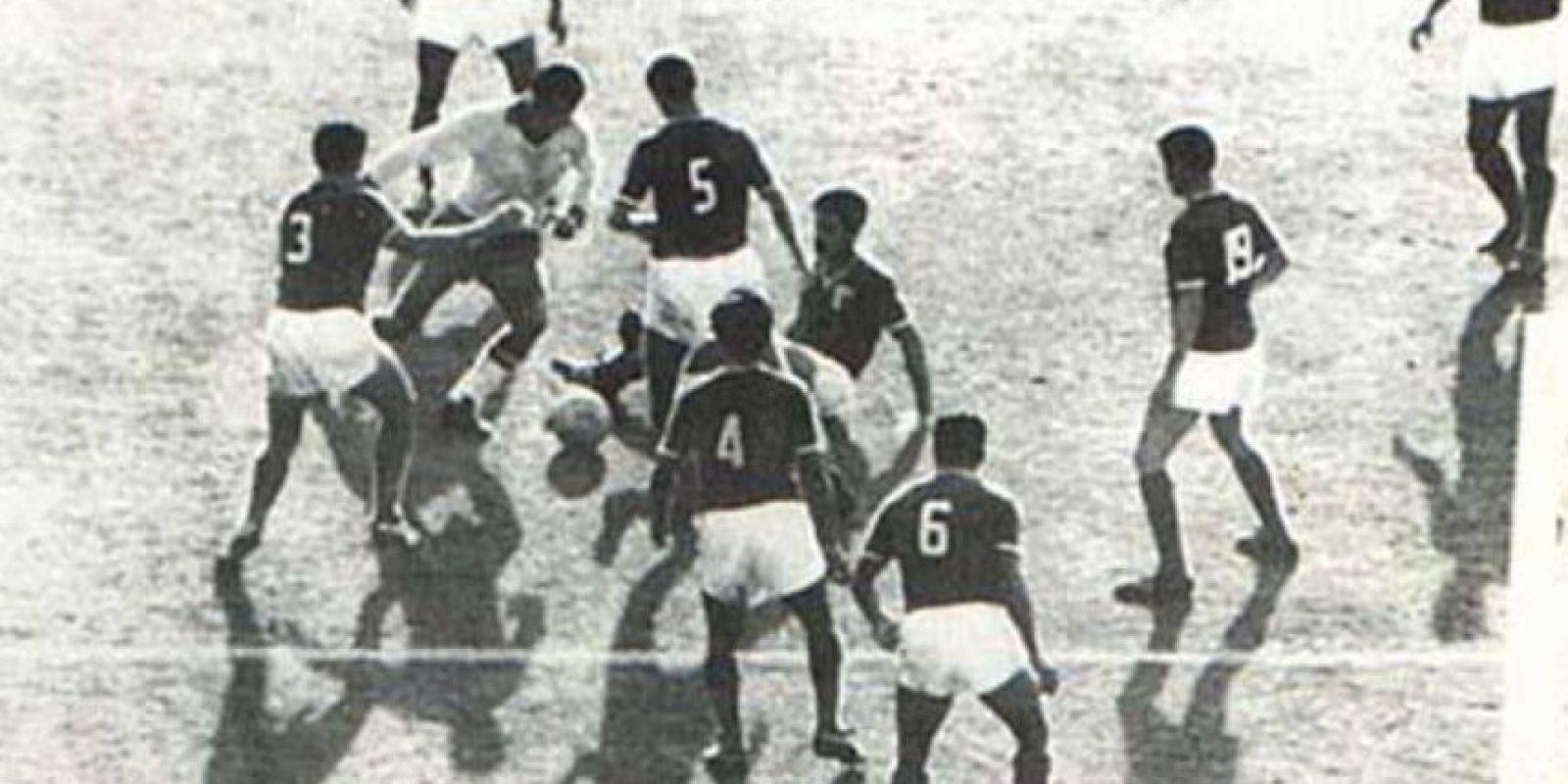 """También conocido como """"La alegría del pueblo"""", Garrincha ganó los Mundiales de 1958 y 1962. Falleció el 28 de octubre de 1983 a los 49 años Foto:Twitter"""