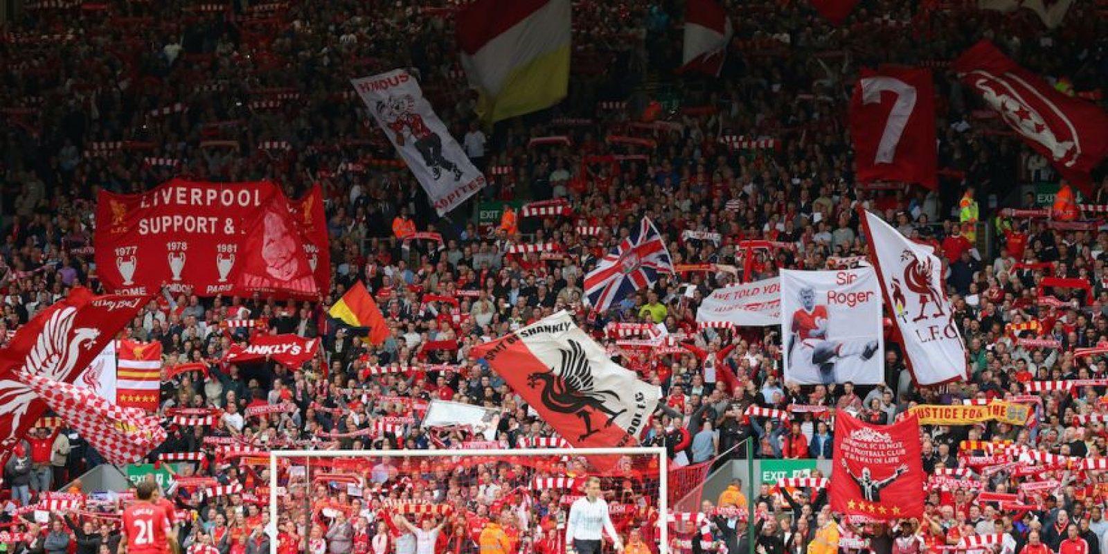 """""""You'll never walk alone"""" es el himno del Liverpool y uno de los más bellos en el fútbol. Escuchar a Anfield cantarlo es una experiencia que impacta a todo aficionado. Foto:Getty Images"""
