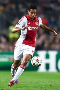 Es defensa central del Ajax y tiene 18 años. Foto: Getty Images