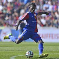 Es un centro delantero suizo de ascendencia camerunesa, juega en el Basel y tiene 18 años. Foto:Getty Images