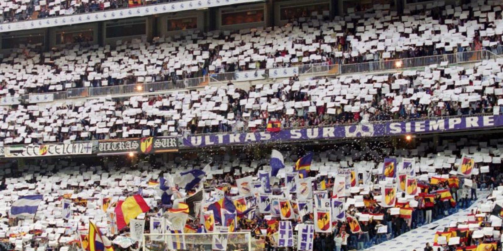 Casa del Real Madrid, se inauguró en 1947 (remoledado de 2001 a 2006) y puede recibir a 81 mil aficionados. Foto:Getty Images
