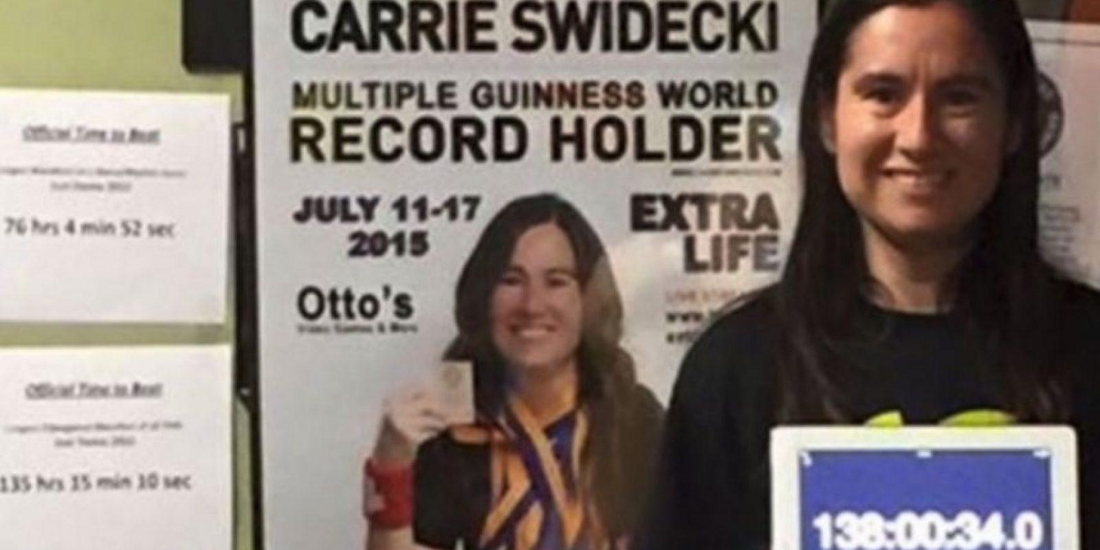 Carrie Swidecki es una maestra de Bakersfield, California, Estados Unidos, que posee varios récords mundiales de juegos de baile Foto:twitter.com/OriginalPSP/