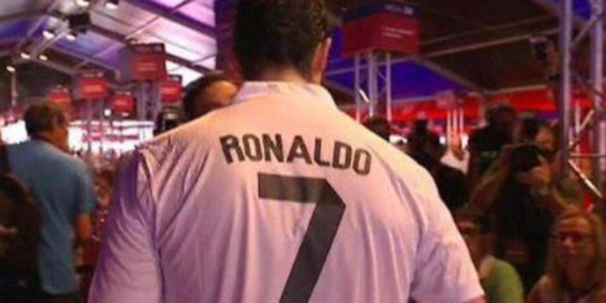 Polémica: Aficionados con camisetas del Real Madrid votan en elecciones del Barcelona