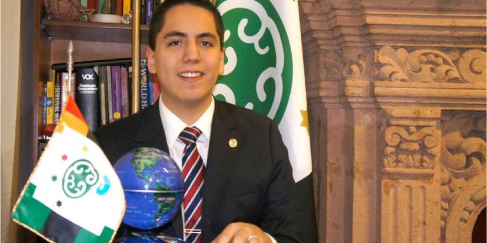 Dr. Andrew Almazán Foto:vía facebook.com/Centro-de-Atención-al-Talento