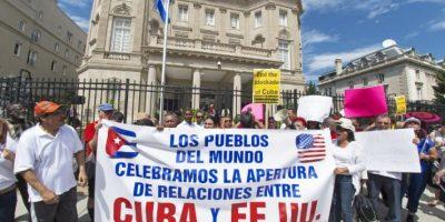 También hubo manifestaciones a favor del restablecimiento de las relaciones de ambas naciones Foto:AFP
