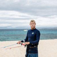 En un principio una moto de agua lo auxilió y después un barco de rescate lo llevo a la orilla, fuera del peligro. Foto:Instagram.com/mfanno