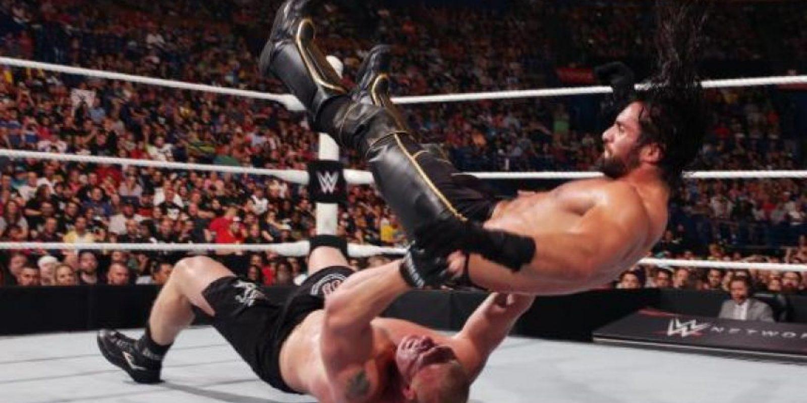 """Cuando parecía que Lesnar recuperaría el cetro, apareció """"Taker"""" Foto:WWE"""