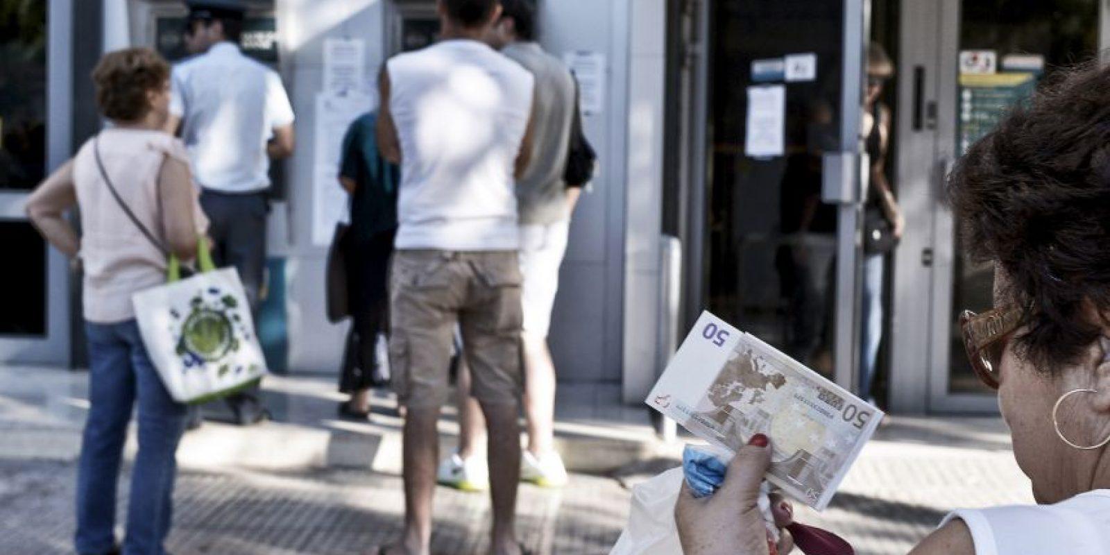 Los bancos abrieron después de 21 días Foto:Getty Images