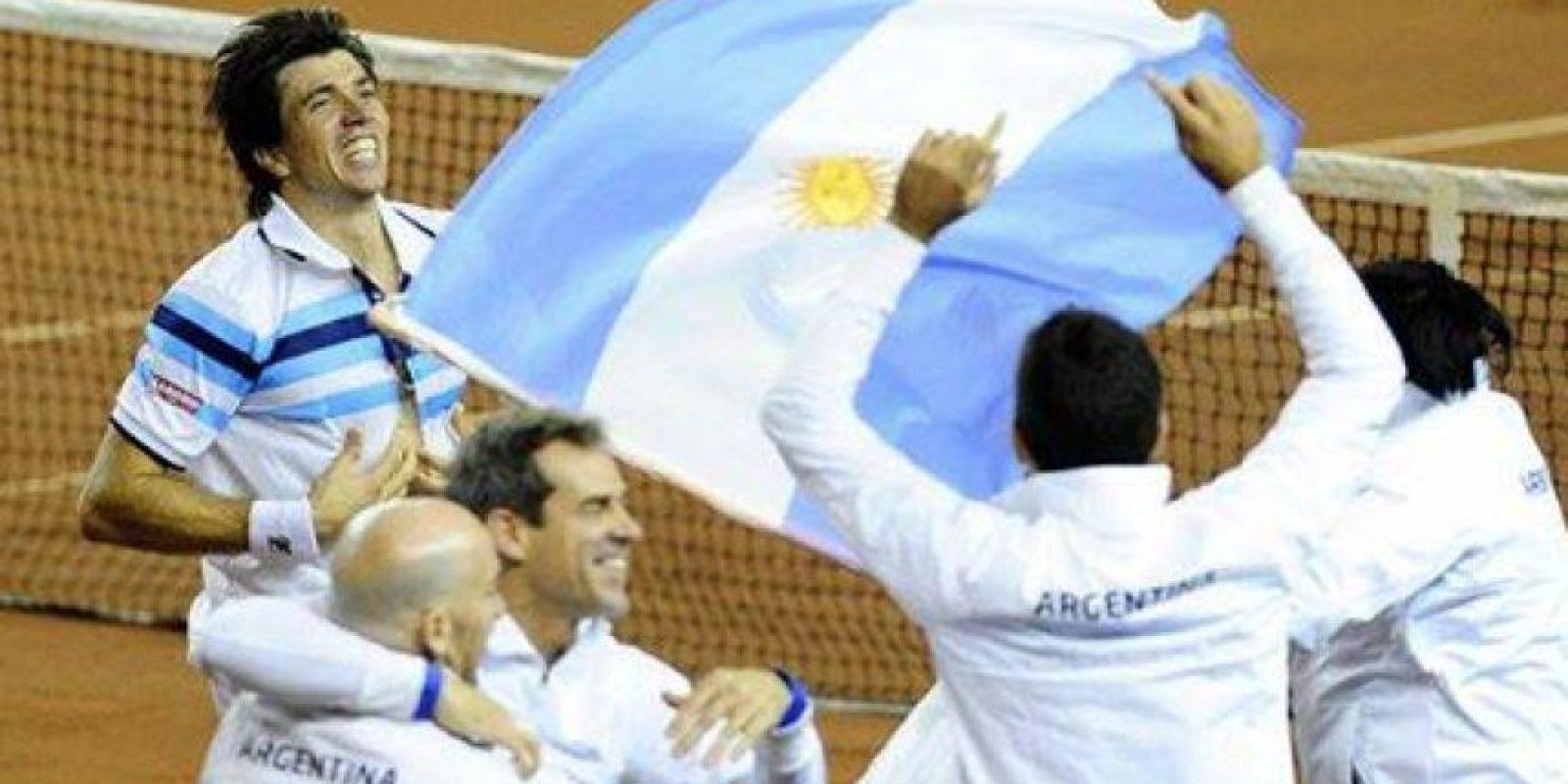 Carlos Berlocq finiqutó la serie 4-1 con su triunfo sobre Filip Krajinovic Foto:Twitter