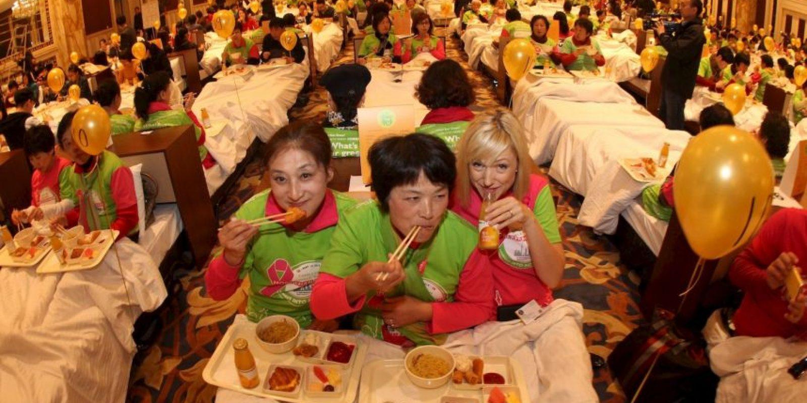 La mayor cantidad de personas desayunando en la cama. Foto:Getty images