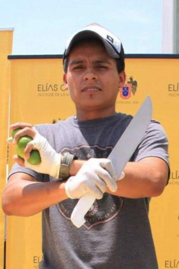 El ninja de los limones Foto:Vía Facebook.com/juliocesar.tavarasiancas