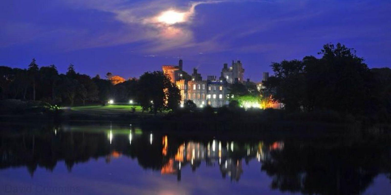 Tiene la opción de cenar en el castillo o al aire libre Foto:Facebook.com/dromolandcastle