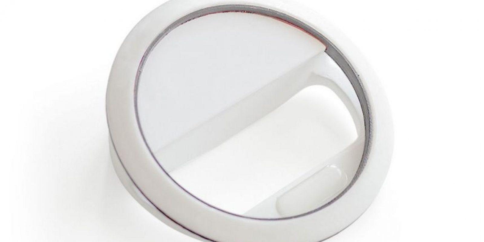 El anillo brillante tomó como base la iluminación usada en las cámaras fotográficas profesionales Foto:Kira
