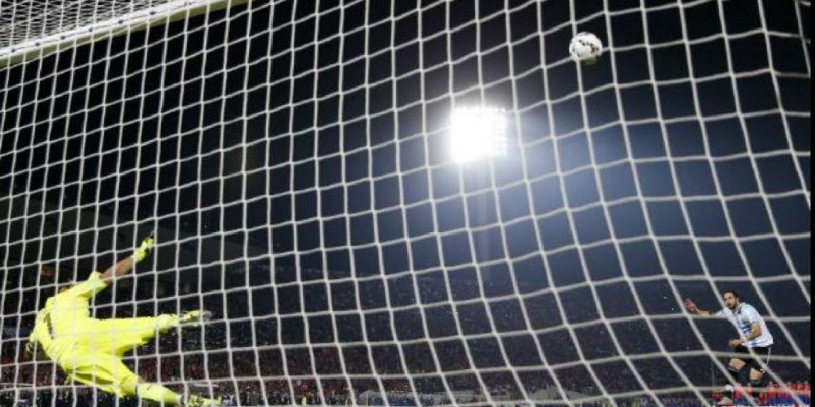 """""""Pipita"""" falló uno de los penales que le dio el título a Chile en la Copa América Foto:Getty Images"""