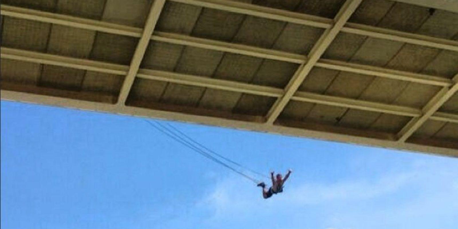 Al parecer la cuerda que la acompañaba estaba demasiado larga. Foto:Vía Istagram @marioestev