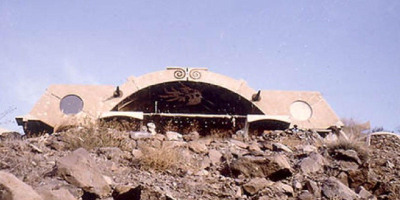 """Arcosanti es un """"laboratorio urbano"""" ecológico situado en 25 acres en el desierto de Arizona. En él se encuentra un anfiteatro al aire libre, cuenta con invernaderos, jardines y campos de cultivo ademas de edificios interesantes. Un lugar impresionante para disfrutar festivales musicales. Foto:bateig.com"""