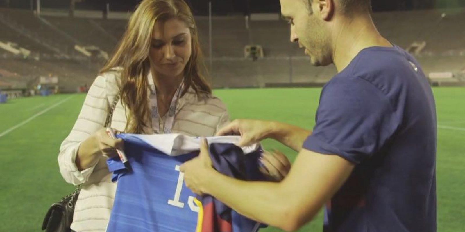 Morgan le regresó el gesto regalándole su camiseta de la selección de Estados Unidos firmada por ella. Foto:Vía fcbarcelona.com