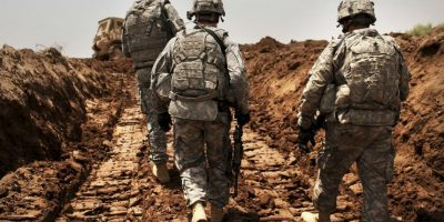 4. Entre los encuestados en general, más se oponen (49%) que los que aprueban (44%) el uso de las fuerzas terrestres estadounidenses en Irak y Siria. Foto:Getty Images