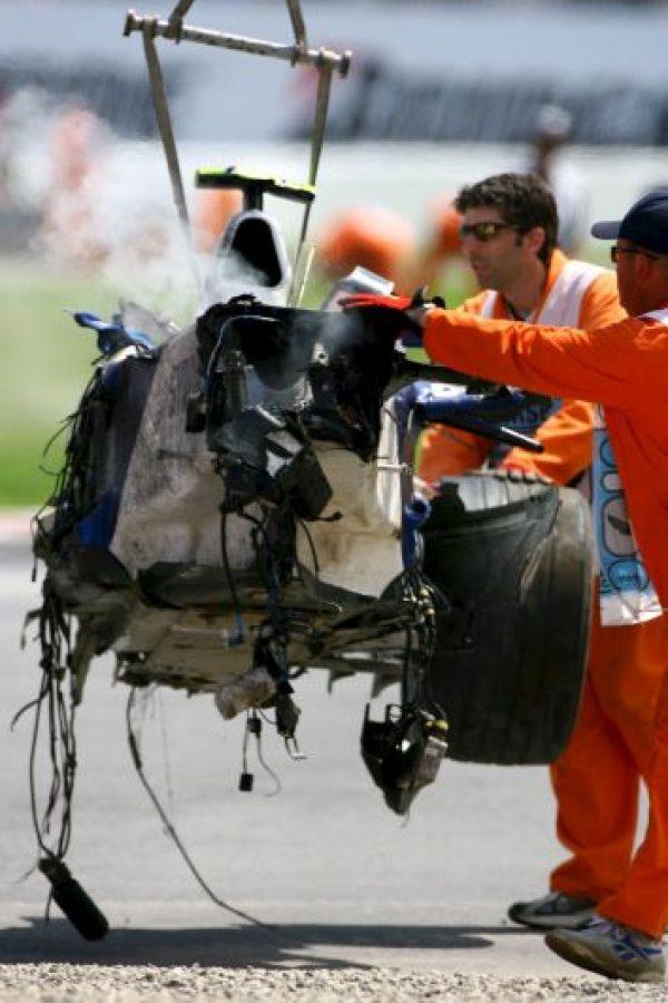 Perdió el control de su monoplaza y se estrelló a más de 230 kilómetros por hora. Foto:Getty Images