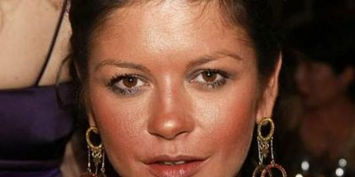 Mucho polvo bronceador para Catherine Zeta Jones. Foto: vía Getty Images